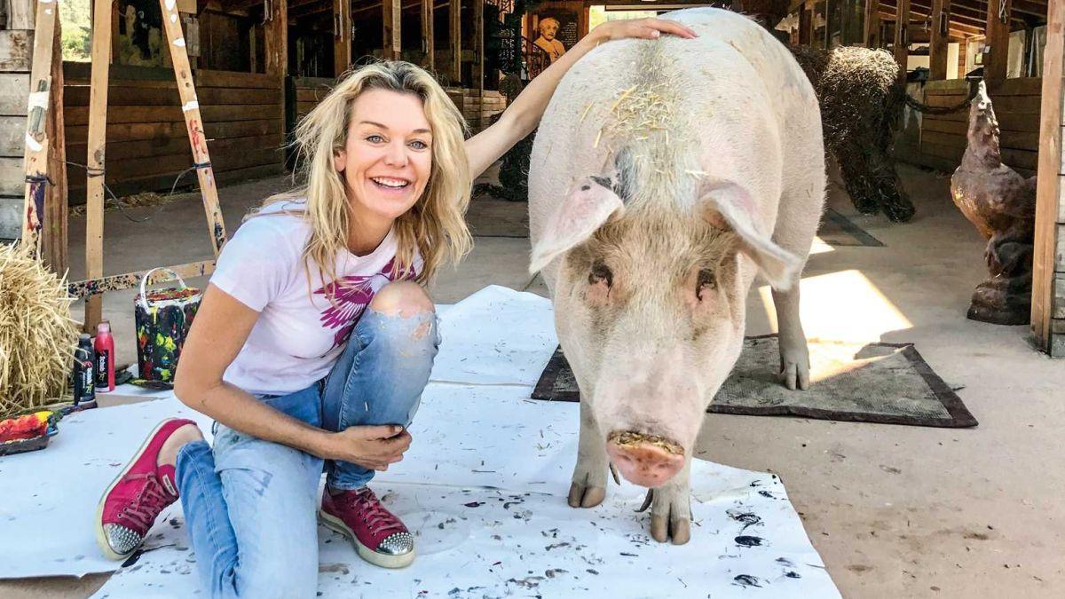 artistic pig pigcasso marquee